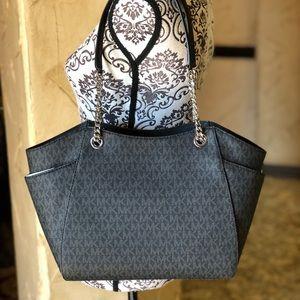 Michael Kors Bags - Michael Kors Jet Set Travel LG Chain Shoulder bag